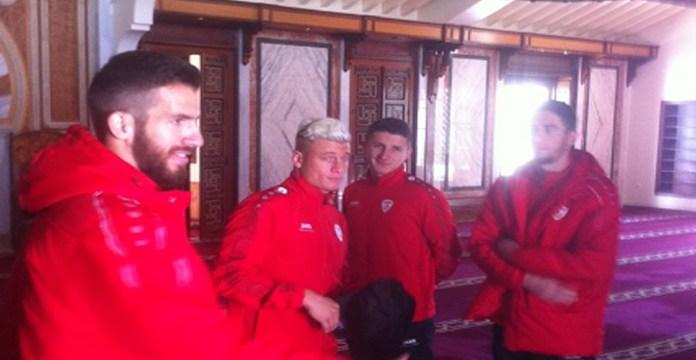 Futbollistët shqiptarë të Maqedonisë vizitojnë xhaminë në Spanjë