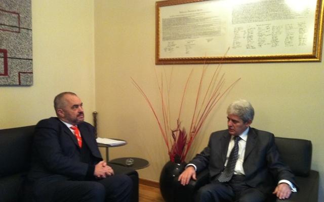 Pse nuk bën Rama presion mbi Shkupin zyrtar dhe Ali Ahmetin?