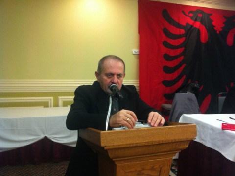 """Sinadinovski mbron deputetin Manojalovski: Nuk është maqedonas i """"shkretë"""" por shqiptar"""
