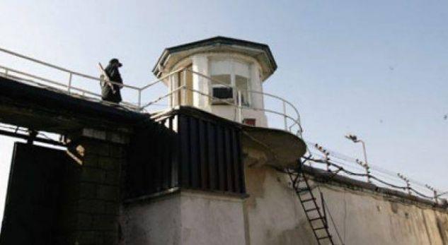 Biznes joligjor në burgun e Idrizovës, i burgosuri detyron të tjerët të paguajnë për larjen e rrobave