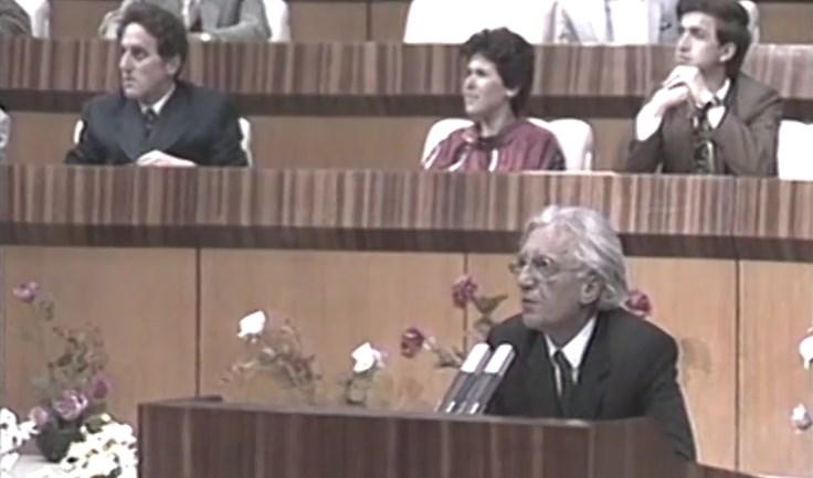 Video e rrallë – Kur Dritëro Agolli kërkonte reformimin e Partisë së Punës