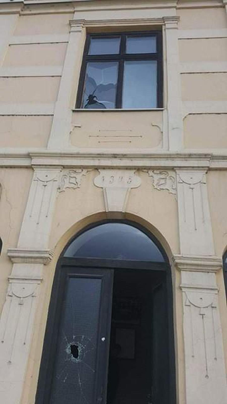 Persona të maskuar kanë tentuar t`ja vënë flakën Shtëpisë së Alfabetit në Manastir