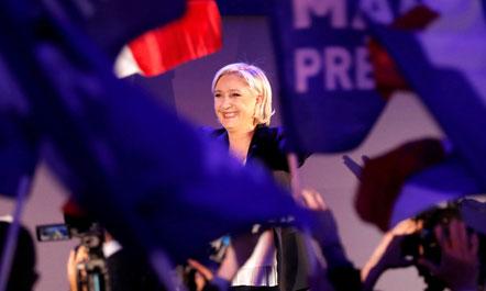 Le Pen dorëhiqet nga Fronti: Do jem mbi partitë