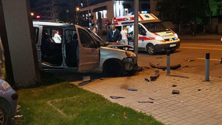 Një person ka humbur jetën, ndërsa 10 janë lënduar në fatkeqësi komunikacioni në Shkup