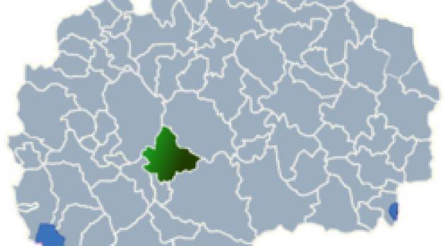 Komuna e Dollnenit, sfidë për partitë politike shqiptare