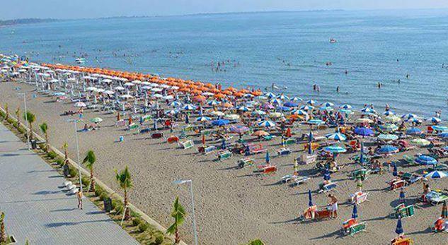 'Çmenden' temperaturat në Shqipëri! Në Shëngjin nis plazhi (VIDEO)