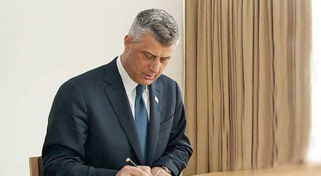 Presidenti e nënshkruan dekretin për shpërndarjen e Parlamentit