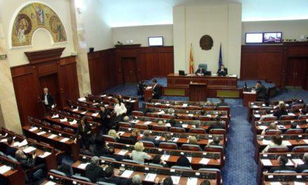 Mbaroi seanca konstituive e Parlamentit. Ja emrat që u votuan