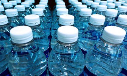 Rreziku i ripërdorimit të shisheve plastike