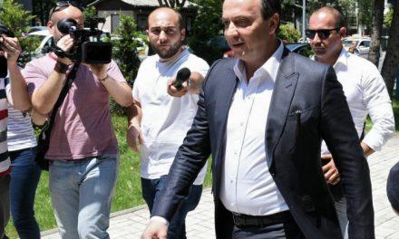 Mijallkov merret në pyetje në PSP, nuk u përgjigjet gazetarëve (Video)