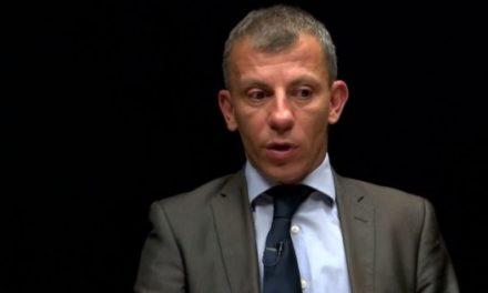 Mërgimtarët shqiptarë acarohen me ministrin Ademi