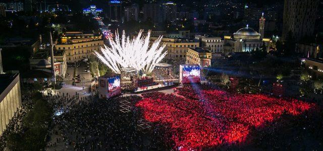 Dy vjet në krye të Tiranës: Shikoni transformimin e kryeqytetit (Foto)
