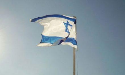 Izraeli sulmon me raketa një bazë të Hamasit
