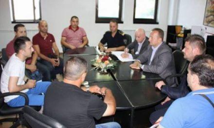 Policia e Maqedonisë në bregdetin shqiptar për t'u kujdesur për pushuesit nga Maqedonia
