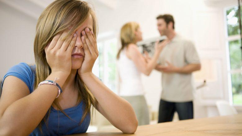 Pas divorcit çdo i dhjeti i nxit miqtë kundër ish-partnerit