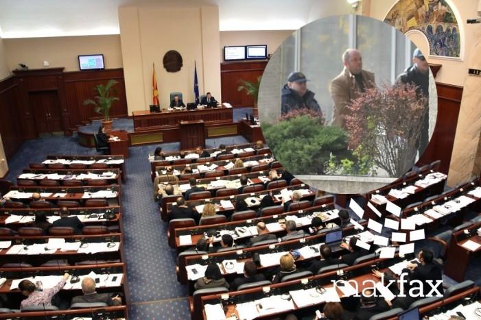 Çfarë parasheh Rregullorja e Kuvendit në rast të arrestimit të deputetëve
