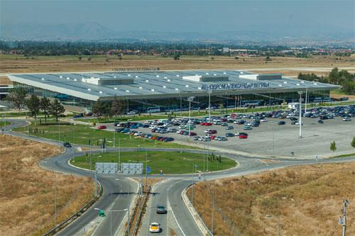 Shqiptarët po pushohen nga puna në aeroportin e Shkupit për shkak të përgjigjeve negative për certifikatë sigurie nga DSK (DBK)